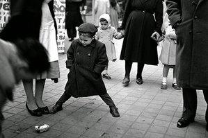 Przedstawiamy zbiór czarno-białych zdjęć wykonanych w Madrycie i Barcelonie w latach 50-tych, jak widać fotografia uliczna to dość uniwersalny gatunek, który towarzyszy nam od dość dawna.